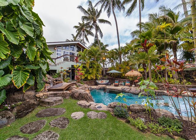 4-kailua-tropical-oasis_house-and-pool2