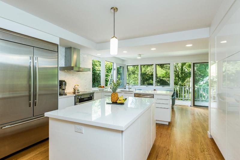 7-makalei-hale_kitchen1-800x533