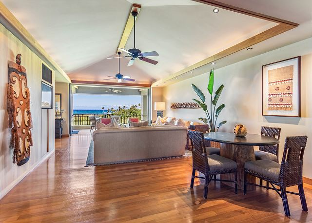9-oceanview-villa-4202_dining-casual1