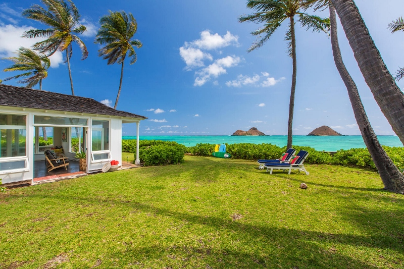 1 Lanikai by the Sea_back yard view (800x533)