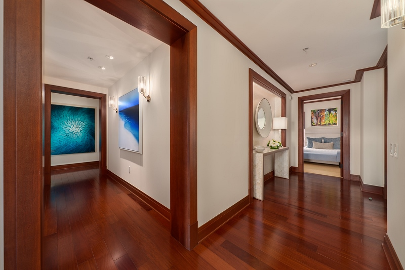 17-pacificpearl5401_hallway-art-800x533