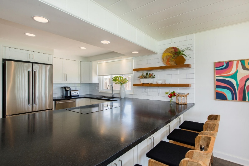 19-lanikai-by-the-sea_kitchen1-800x533