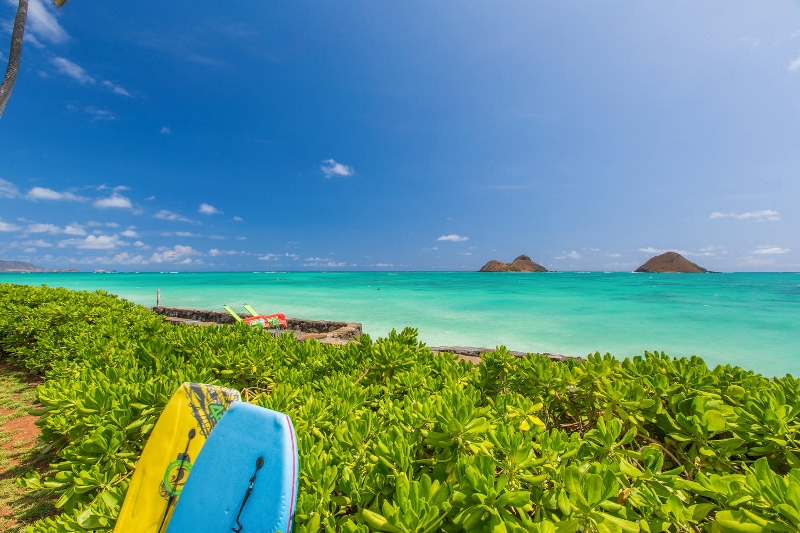 4-lanikai-by-the-sea_back-yard-ocean-view-800x533