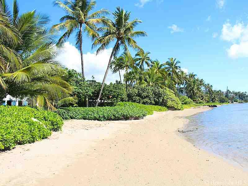 20-island-style-hale_wailupe-beach-is-5-min-walk-800x600