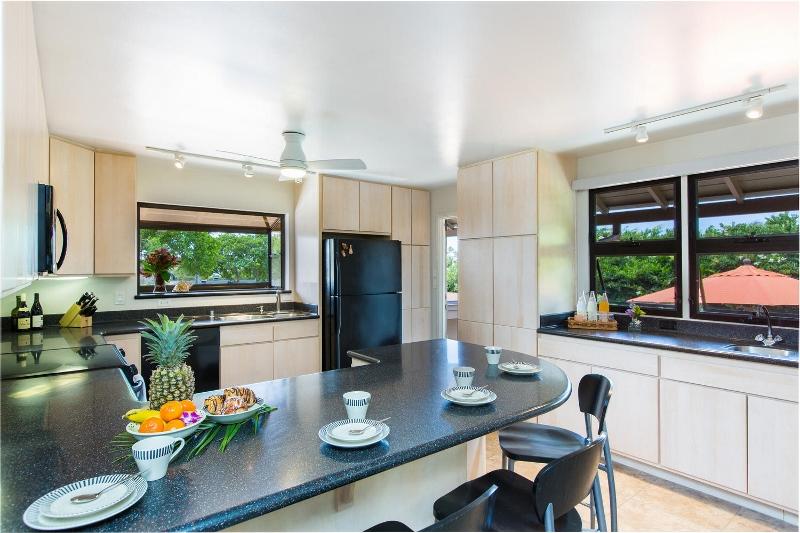 4-island-style-hale_kitchen1-800x533