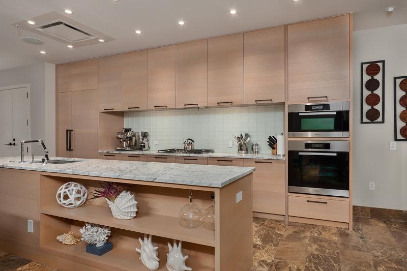 12-amorealoha813_kitchen-800x533