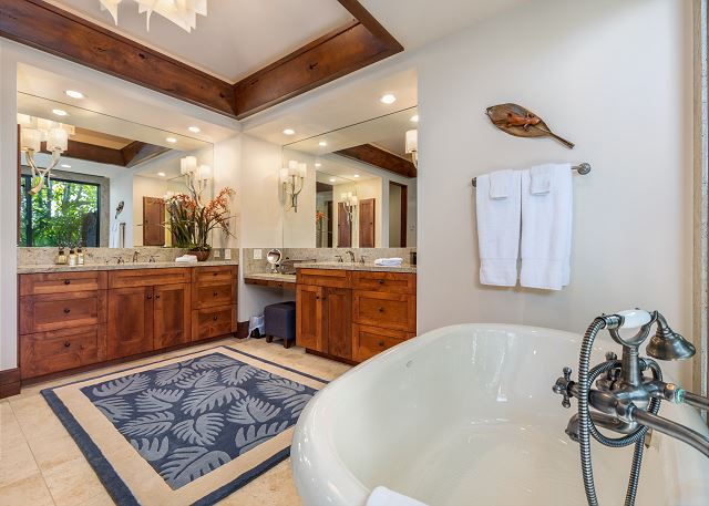 19-hualalai-anea-estates-101_master-bath