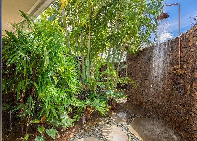 20-hualalai-anea-estates-101_outdoor-shower1