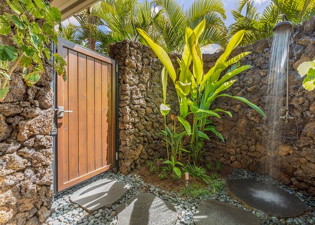 21-1-hualalai-anea-estates-101_outdoor-shower2