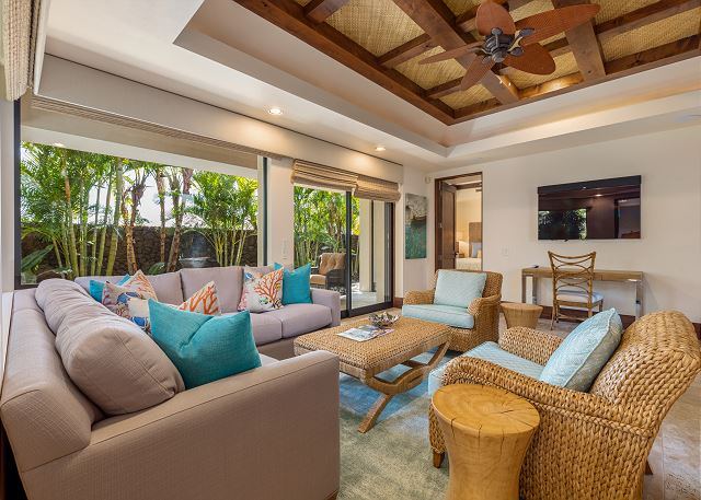 24-hualalai-anea-estates-101_guest-house-living
