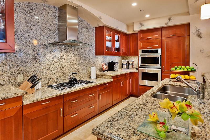 12-royal-ilima_kitchen2-800x534
