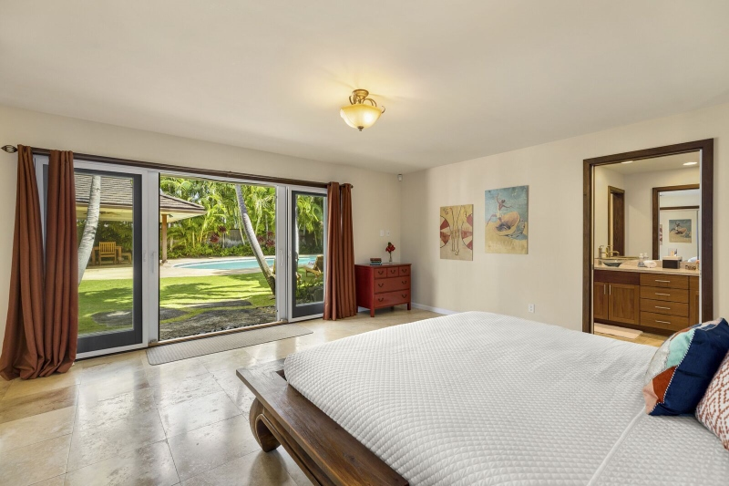 17-kahala-ohana_bedroom-2-view-800x533