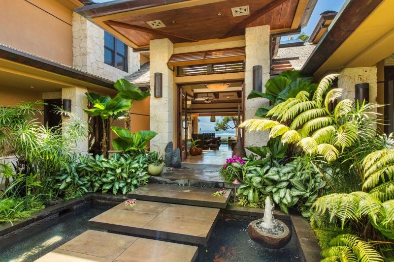 8-6-banyan-estate_front-entrance3-800x533