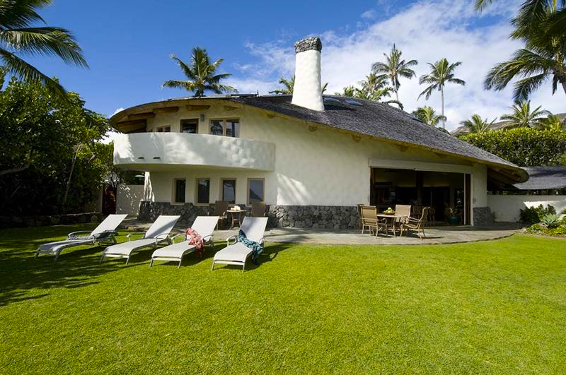 14-paul_mitchell_estate-15-main-house-exterior-and-lawn-on-oceanside-800x531