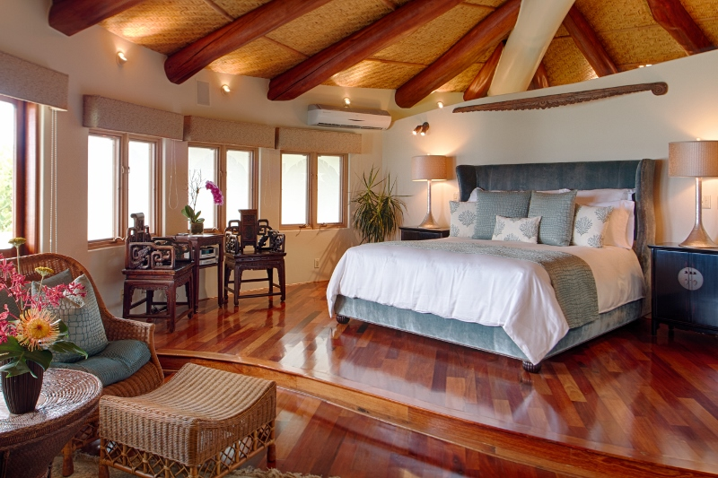 15-paul_mitchell_estate-11-master-bedroom-in-main-house-800x533