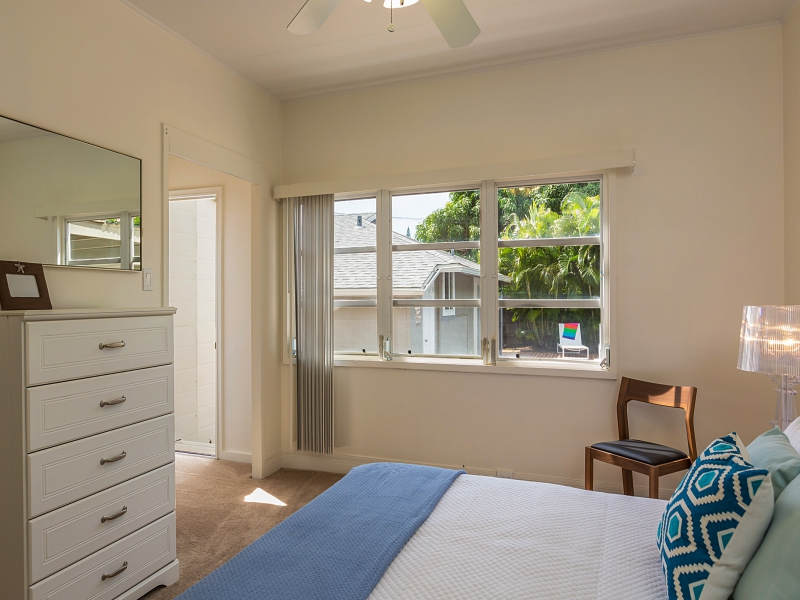 17-blanca-villa_bedroom-3-queen-with-access-to-yard-pool