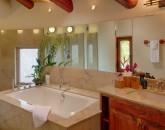17-paul_mitchell_estate-13-master-bath-in-main-house-800x533