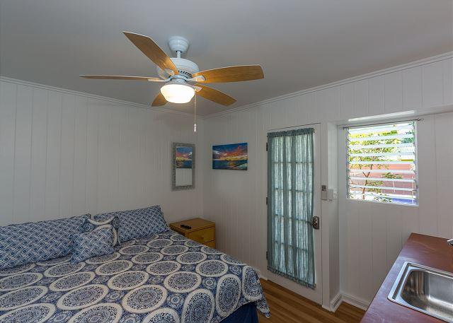 18-lanikai-oceanfront-bungalow_bedroom4