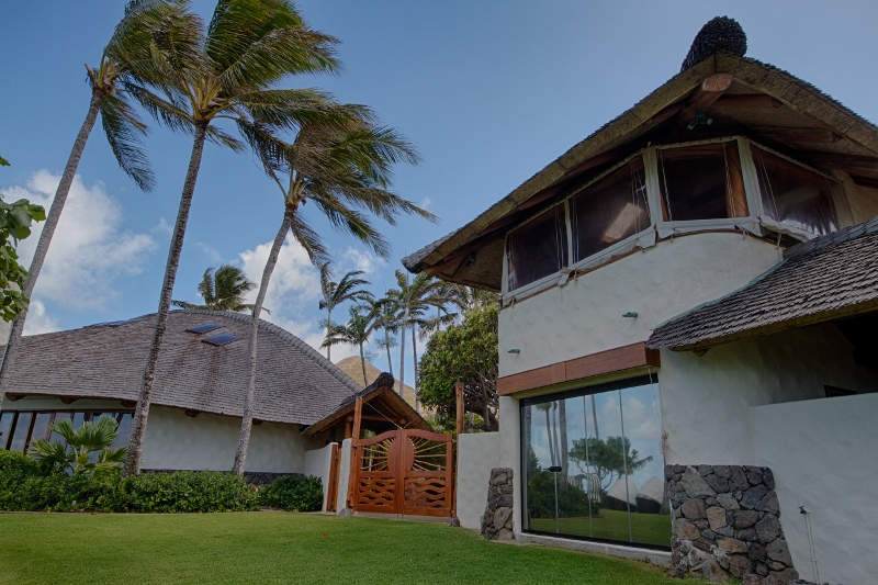 19-paul_mitchell_estate-18-boat-house-exterior-gym-on-ground-level-lounge-on-upper-level-800x533
