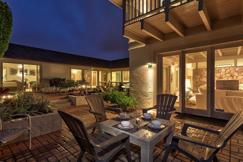 courtyard-seating-dusk