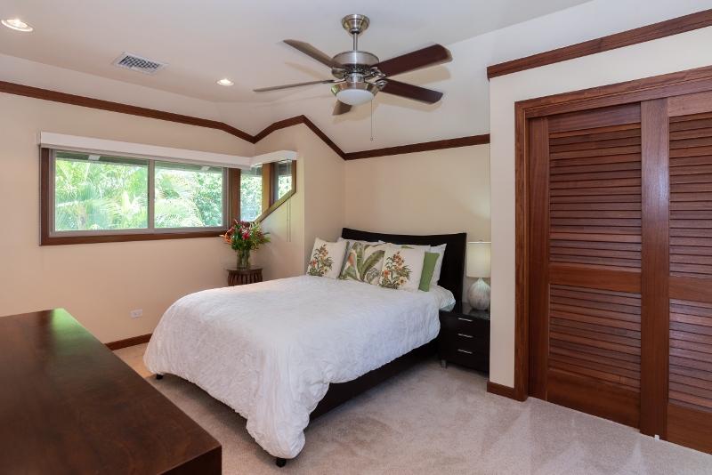 kahala-beach-estate_bedroom3-q-800x534