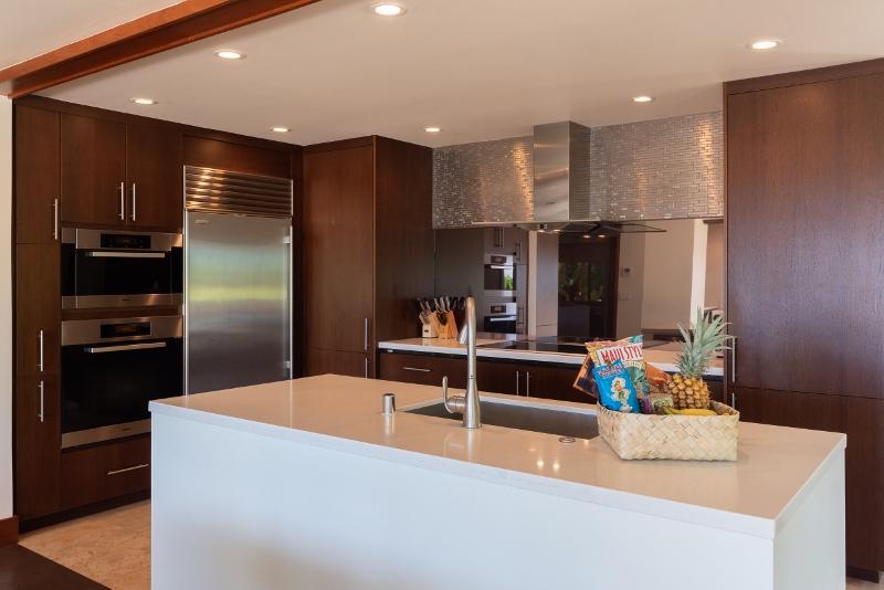 kahala-beach-estate_kitchen1-800x534