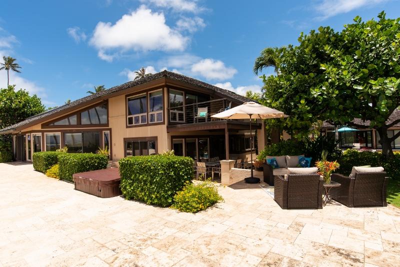 kahala-beach-estate_outdoor-lounge-800x534