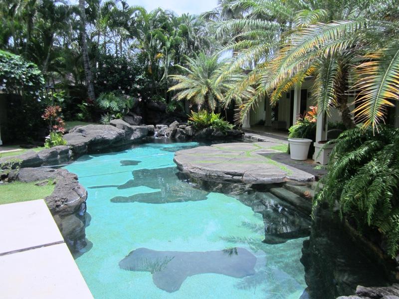 paradise-estate_pool_img_2465