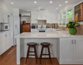 10-waileasunsetbungalow_kitchen2-800x534