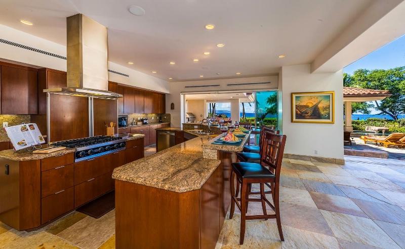 13-kai-ala-estate_kitchen-800x493