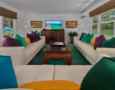 14-waileasunsetbungalow_living-room-tv-800x534-2