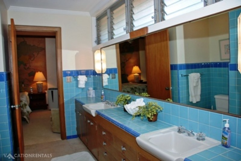 15-kaikoohale_bathroom1