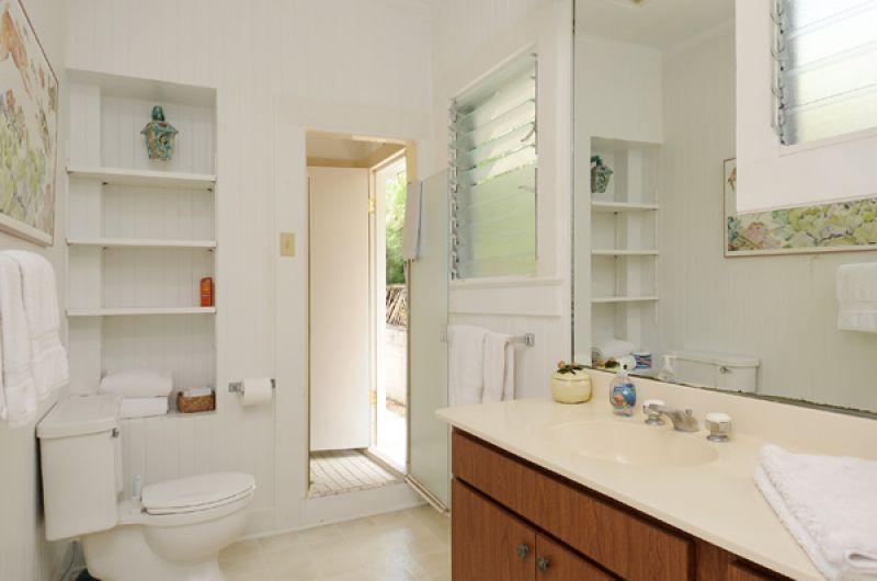17-halelanikai_bathroom2