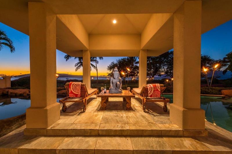 2-kai-ala-estate_pool-deck1-800x532