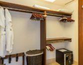 22-kai-ala-estate_master-closet-800x538