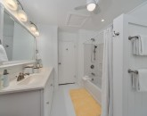 25-waileasunsetbungalow_twin-bath-800x534