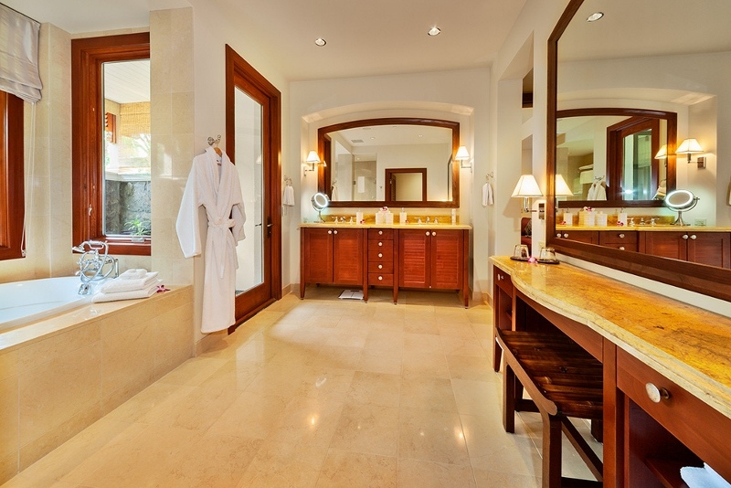 27-floralgardens_second-master-bath2-800x534
