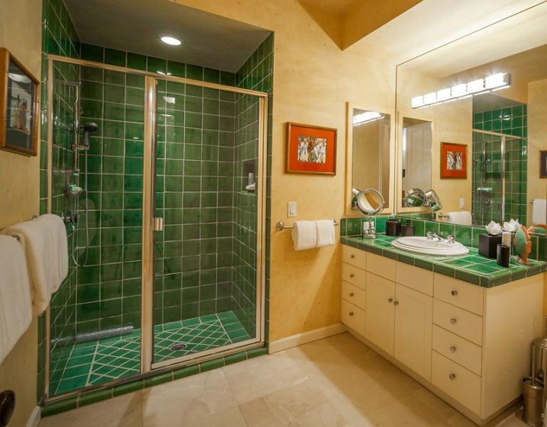 28-opalseas_bedroom-3-garden-view-ensuite-bath_sm