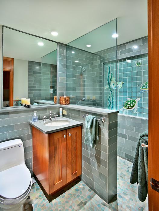 30-waileasunsetestate_kitchen-and-pool-bath600