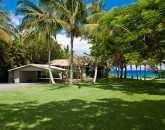 8-waileasunsetbungalow_lawn-to-house-800x533