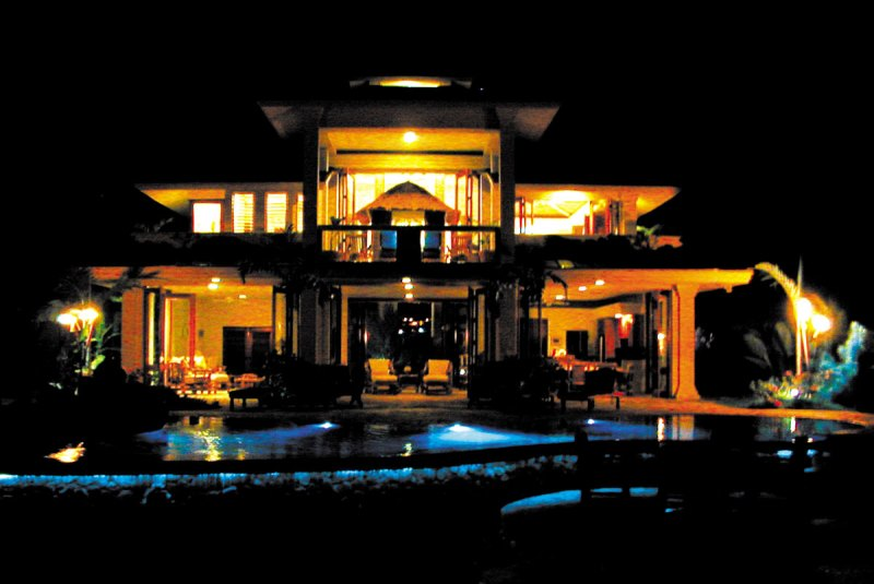 kona-coconut_house-evening