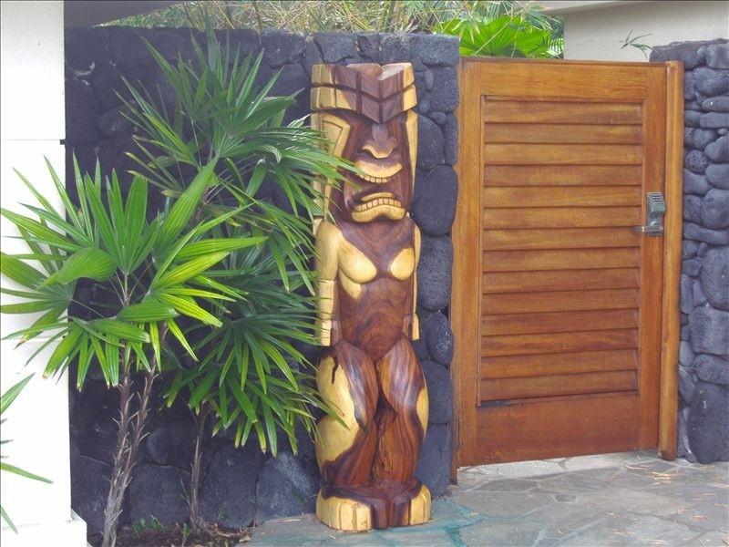 kona-coconut_carving