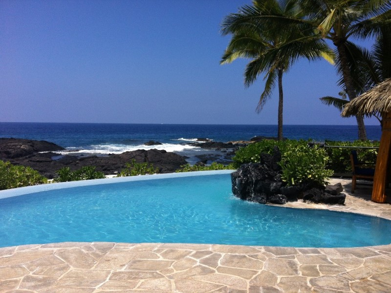 kona-coconut_infinity-pool