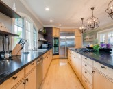 11-bay-villa_2014_kitchen2-800x534