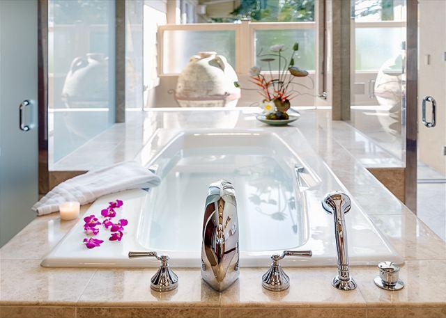 13-fairway-villa-116d_master-bath