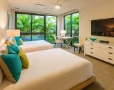 15-seaglass_bedroom-3-2-queens-800x534