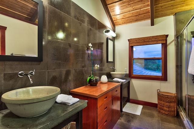 19-heavenlyview_master-suite-bath