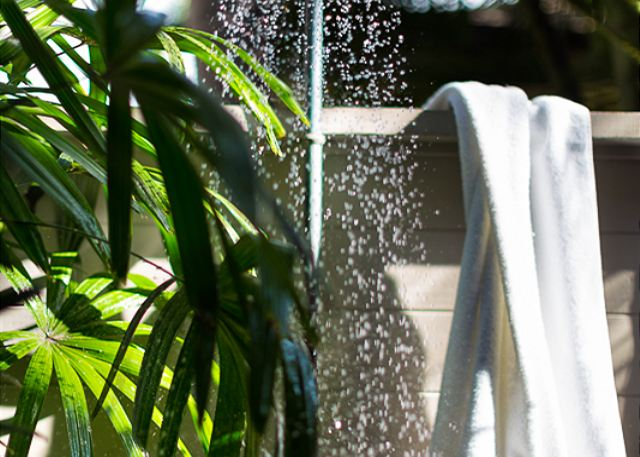 19-palm-villa-130a_outdoor-shower