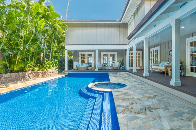 2-bay-villa_2014_pool-jacuzzi-800x533