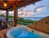 20-heavenlyview_master-bedroom-soaking-tub